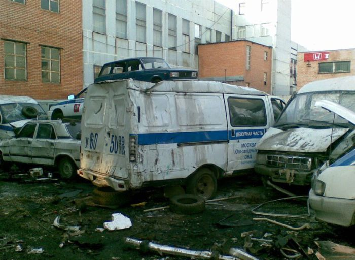 crashed_police_cars_22_01_1.jpg