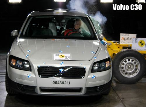 crash-volvo-c30-4-big.jpg