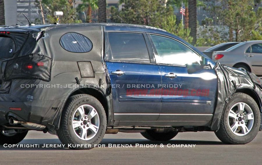 2009 Chevrolet Traverse - spy shots