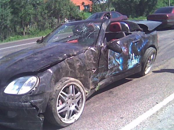 mercedes_crash_5.jpg