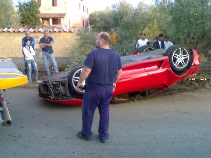 crashed ferrarri f430