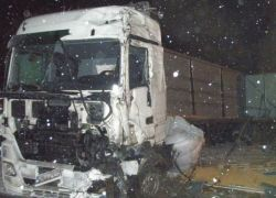 truck-crash_20_02_small.jpg