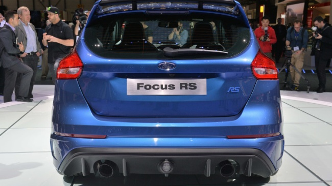 2016-ford-focus-rs-05