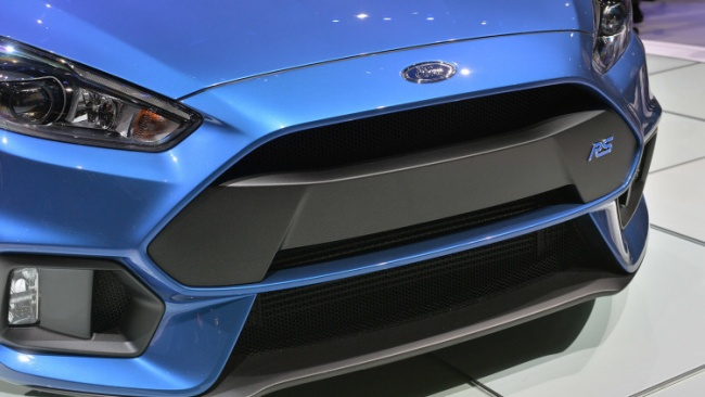 2016-ford-focus-rs-07
